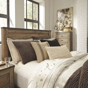 Trinell - Brown - Queen Panel Bed 1