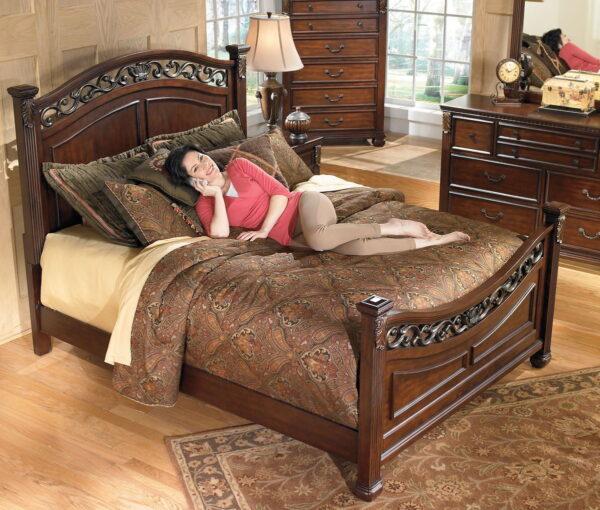 Leahlyn - Warm Brown - 5 Pc. - Dresser, Mirror & Queen Panel Bed 2