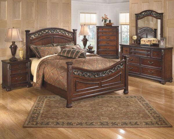 Leahlyn - Warm Brown - 5 Pc. - Dresser, Mirror & Queen Panel Bed